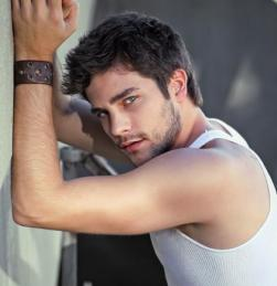 brant-brant-daugherty-38801795-421-435